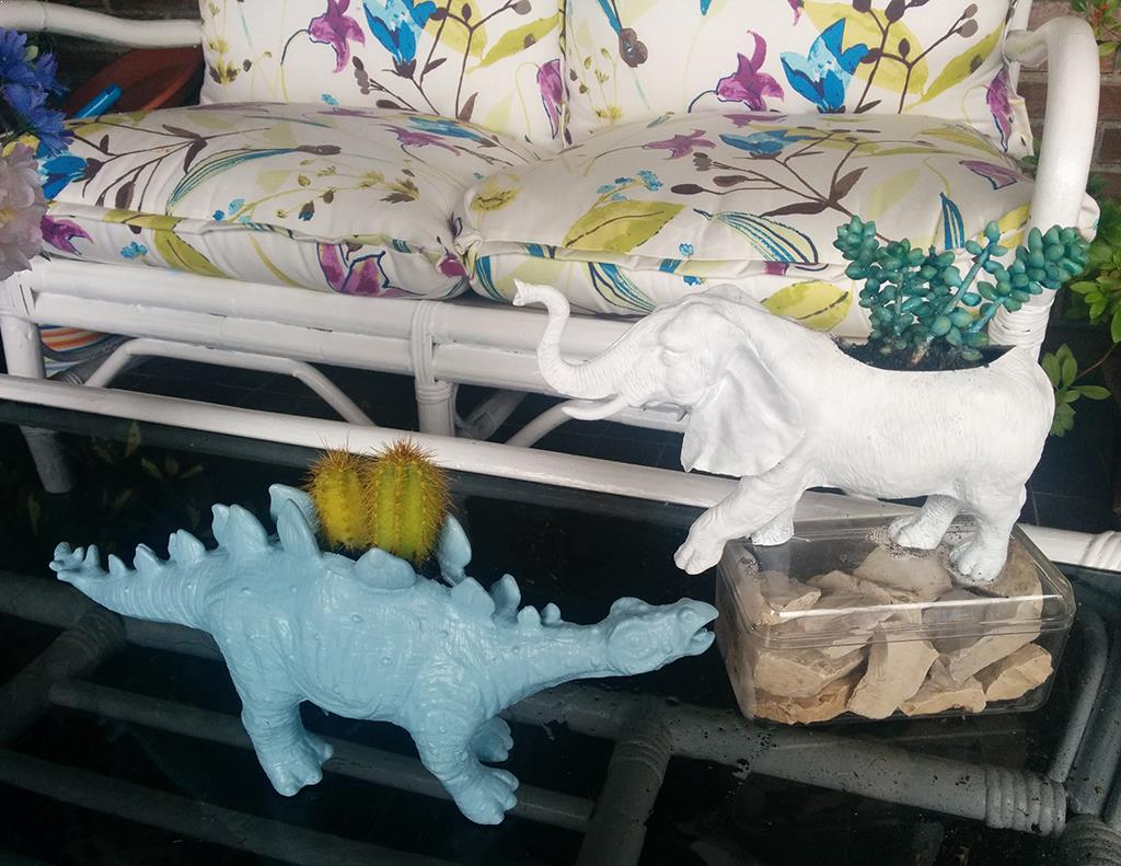 macetas hechas con juguetes del chino para plantas crasas o cactus DIY, elefante y dinosaurio